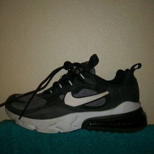NEW Nike Air Max 270 Black/Gray Size 5y